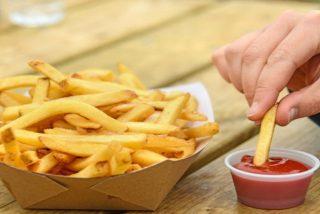 Arrestada por 'robar' tres patatas fritas del plato de un policía