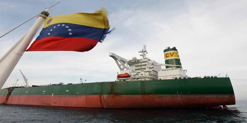 Una flota de petroleros con crudo venezolano, varada por las sanciones de EEUU