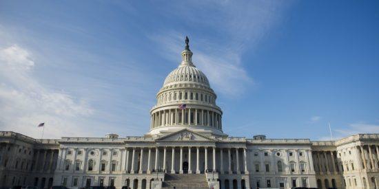 El Congreso de EEUU prepara una reforma que beneficiaría a miles de inmigrantes… pero se olvida de los latinos