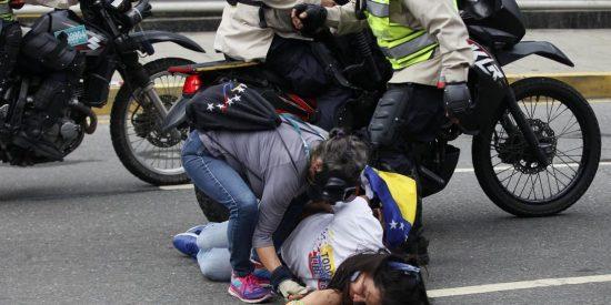 Así tortura la policía chavista a una detenida: El régimen que defienden Zapatero, Iglesias y Monedero