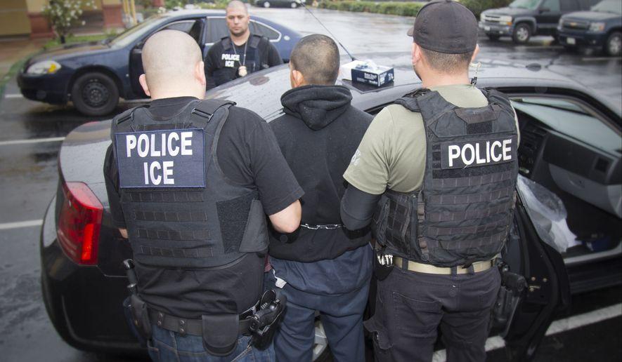 EEUU, a horas de empezar sus 'mega redadas' contra los inmigrantes ilegales