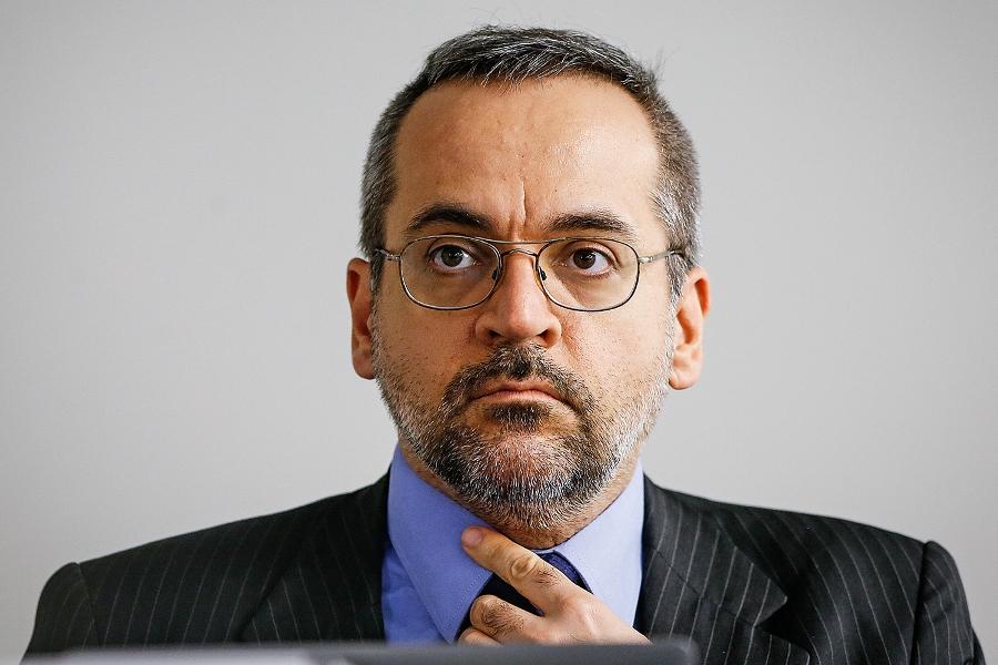 Polémico mensaje del ministro de Educación de Brasil por la cocaína encontrada en un avión de la flota presidencial