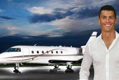 Cristiano Ronaldo se tira en paracaídas de su empresa de aviones y deja como 'piloto' a un amigo portugués