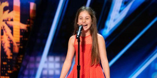 Vídeo: La voz de una cantante de 10 años genera una ovación en 'America's Got Talent' y todo el mundo