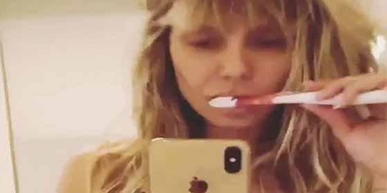 Sin ropa interior: La sensualidad de Heidi Klum para cepillarse los dientes
