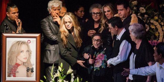 """La dura despedida de la madre de Edith González: """"Se me fue mi niña pero me queda México"""""""