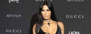 Kim Kardashian intentó promocionar unas gafas, pero las miradas se fueron a sus 'melones'
