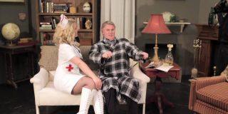 Un clérigo retirado de 85 años disfruta su nueva vida como actor porno