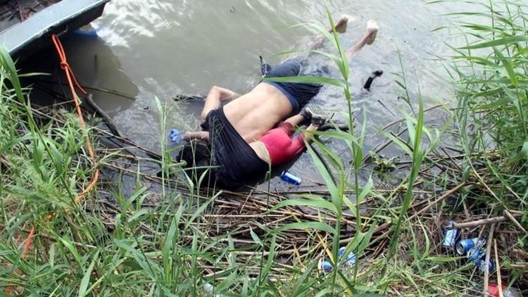 La dura imagen de la inmigración hacia EEUU: padre e hija mueren abrazados al intentar cruzar el río Bravo