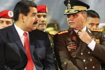 La nueva maniobra criminal del dictador Nicolás Maduro: desarma a las Fuerzas Armadas y entrega fusiles a milicianos y a obreros