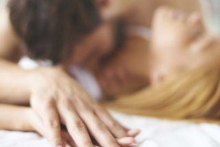 Tiene sexo con 18 hombres en una noche y su esposo aplaude su 'récord'