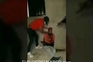 Narcos mexicanos le decapitan vivo tras confesar que es un sicario rival