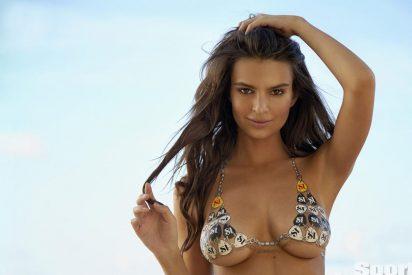 Emily Ratajkowski lo muestra todo en su micro bikini