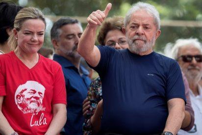 """Una 'jugarreta' judicial deja en libertad a Lula da Silva, preso por """"corrupción"""""""