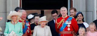 Vídeo: El instante en que el Príncipe Harry enseña 'modales' a Meghan Markle en público