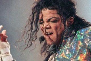 Las perturbantes fotos inéditas de la habitación de Michael Jackson: fármacos, agujas, notas en las paredes y una extraña muñeca