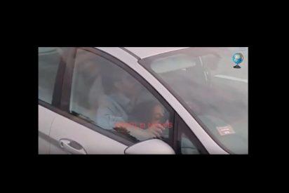 Video: Pasajeros de un autobús pillan a una 'atenta' copiloto dando sexo oral al conductor