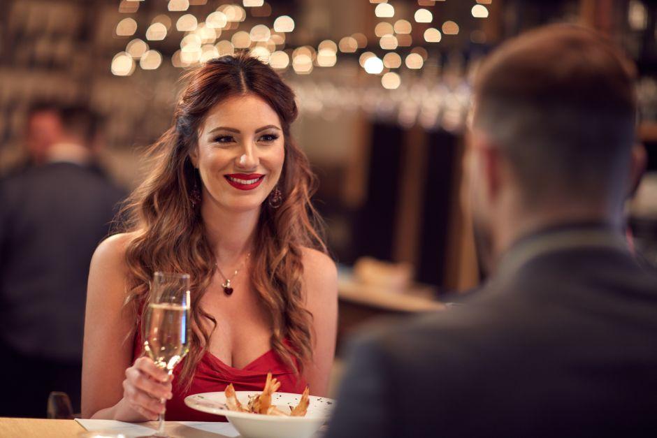 Éste es el porcentaje de mujeres que aceptan ir a una cita sólo para cenar gratis