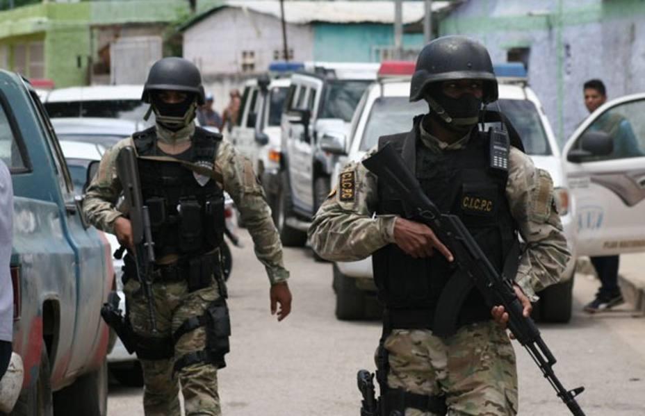 ¿Quiere robar y matar con total impunidad?: Vista el uniforme policial y militar en la Venezuela chavista