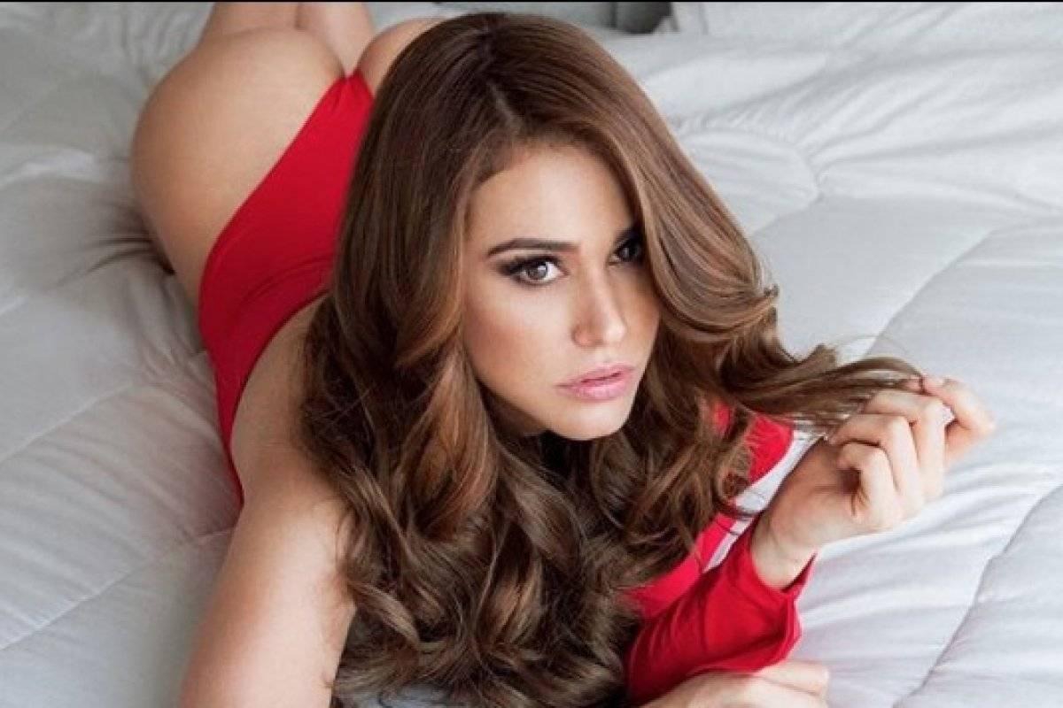 Yanet García: Recién despierta y con tan poca ropa que invita a volver a la cama