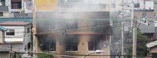 """Incendia un estudio de animé en Japón y mata a 33 personas, mientras gritaba: """"¡Van a morir!"""""""