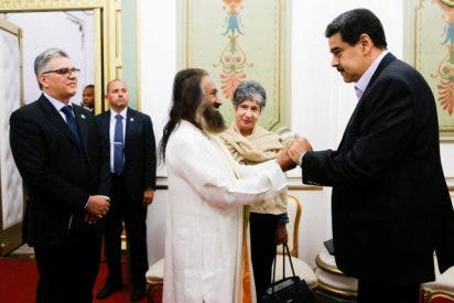 El polémico 'Jesucristo' hindú que Nicolás Maduro quiere de mediador ante Guaidó