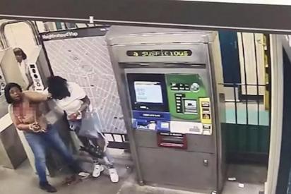 Vídeo: Una mujer apuñala hasta la muerte a una pasajera del Metro de Nueva York