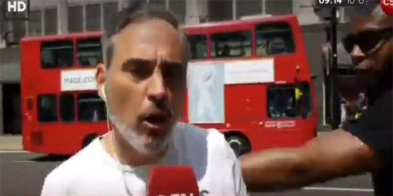 Sacuden una trompada a un periodista mexicano mientras informaba en vivo desde Wimbledon del Nadal-Federer