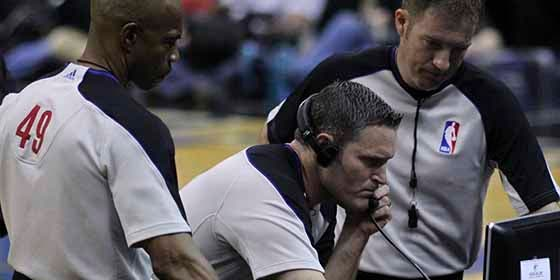 Más tecnología en la NBA: Entrenadores podrán solicitar el 'VAR'