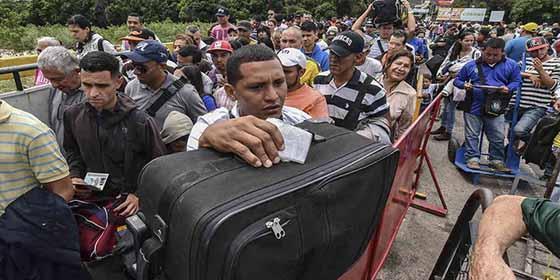 """¡Patria socialista!: """"200 venezolanos emigran cada hora"""""""