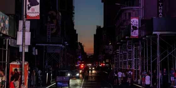 El gigantesco apagón que dejó a Times Square y otras zonas de Nueva York a oscuras durante horas