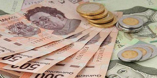 El peso mexicano recibe con escepticismo el plan de negocios de Pemex