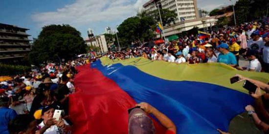 Refugiados venezolanos 'hicieron piña' en el Parque del Retiro en Madrid
