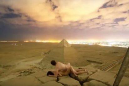 Guerra abierta contra las fotos 'mostrando carne' frente a las pirámides egipcias