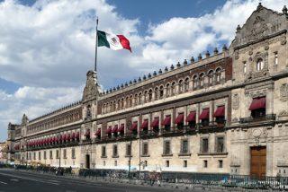 """Así es el lujoso Palacio Nacional, el edificio más importante de México donde decidió vivir el """"humilde"""" presidente López Obrador"""