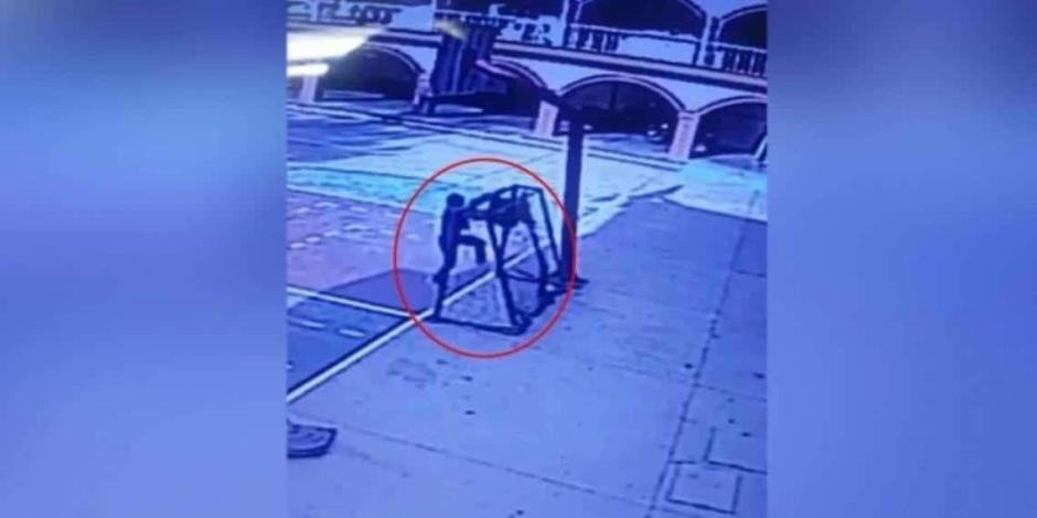 Vídeo: Una portería de fútbol cae sobre un niño y le aplasta el cráneo