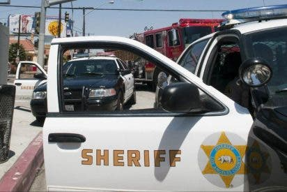 El FBI detrás de una pandilla criminal creada por policías en California: Todos llevan el mismo tatuaje