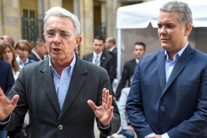 Iván Duque: Un año en la presidencia de Colombia y la peligrosa 'carga' del apoyo de Álvaro Uribe
