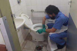 El insólito motivo por qué los jueces de Brasil pasan un día limpiando baños o barriendo calles
