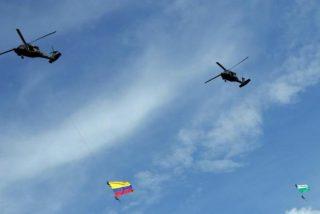 Vídeo: Dos soldados colombianos mueren tras caer de un helicóptero durante una exhibición aérea