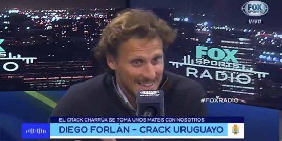 """Forlán lo contó todo: El espejo de Cristiano, el día que Ferguson le abrió la ceja a Beckham, el """"mala leche"""" Scholes y otras anécdotas"""