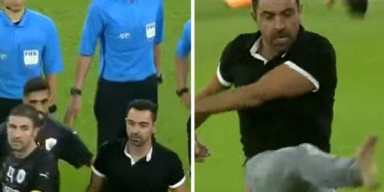 La pataleta de Xavi Hernández en su estreno como entrenador: Insultos, patadas y peleas con el árbitro