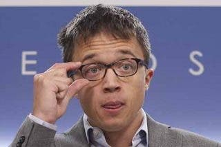 """""""Tapicero, hipócrita, lamebombillas""""... el chavista Errejón se lleva una buena tunda por un desafortunado tuit"""