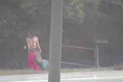 """Vecinos en tensión llamaron al 911 por un hombre arrastrando a una """"mujer"""" por la calle: lo que encontró la policía de Kansas fue inesperado"""