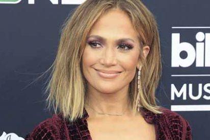 """Las burlas contra Jennifer López y un vestidito que dejó ver sus """"rodillas de vieja"""""""