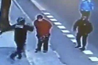 Vídeo: Un hombre entorpecía el tráfico y el policía le quita la vida de una patada