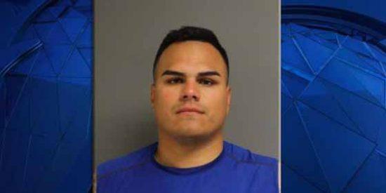 Despiden a un policia hispano que fue arrestado seis veces por violencia doméstica y asalto sexual