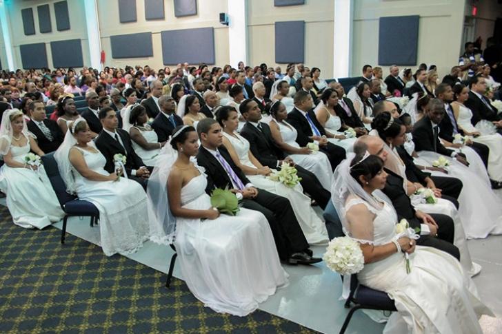 62 parejas hondureñas se casan gratis en una mega boda colectiva