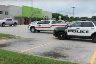 Evitan una nueva masacre en EEUU: Policía arresta a un hombre con rifle y chaleco antibalas en un Walmart