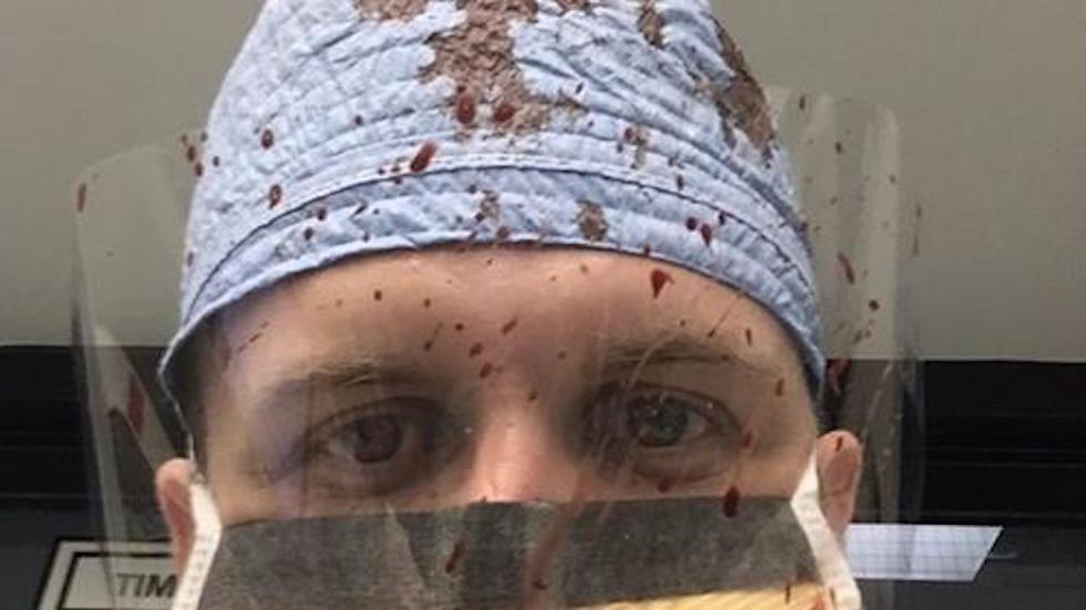 #ThisIsMyLane: El por qué de las fotos de médicos de EEUU bañados en sangre